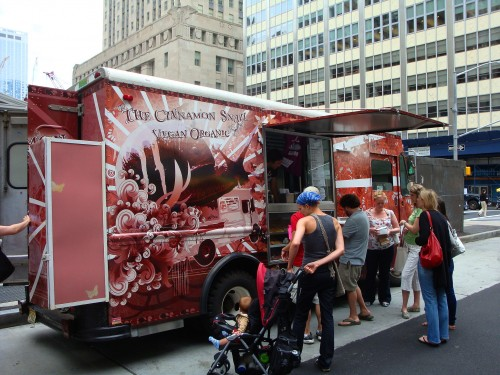 The typical scene at the Cinnamon Snail truck at lunchtime, sometimes even more mobbed! Rightfully so!