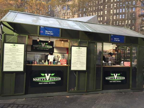 martys_v_burger_vegan_bryant_park_nyc_food_stand