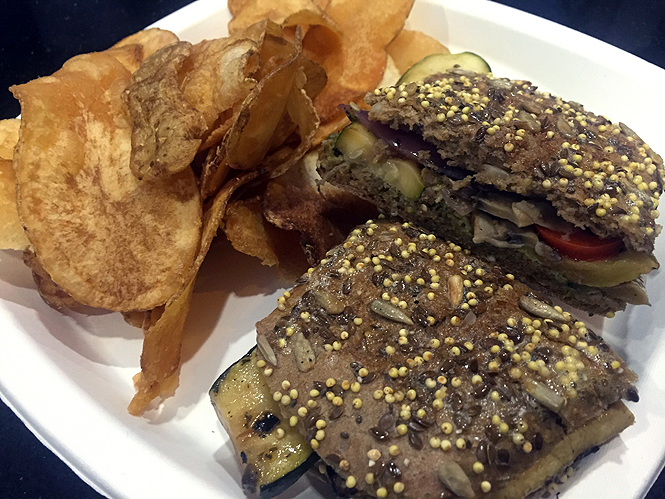 The Unusual Times Newark NYC Airport Vegan Restaurant Review_6571